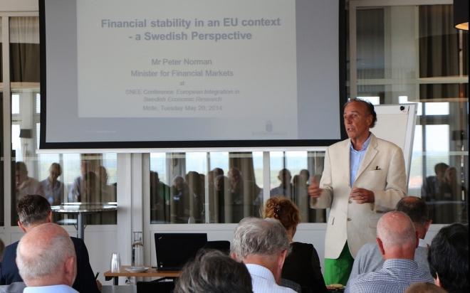 Professor Lars Oxelheim opening the conference